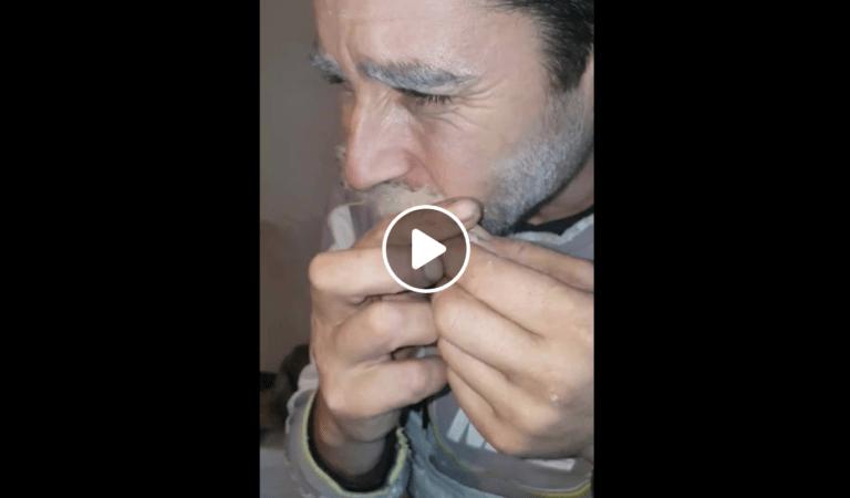 Gluma de inceput de an – Incearca sa dezlipeasca mustata lipita cu prelandez