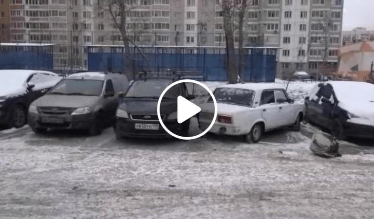 Ce fac rusii cand nu au loc in parcare?